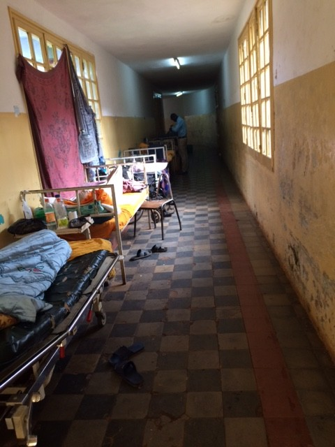 150907_Ethiopia_Tom Weiser_hallway for patients when rooms are full