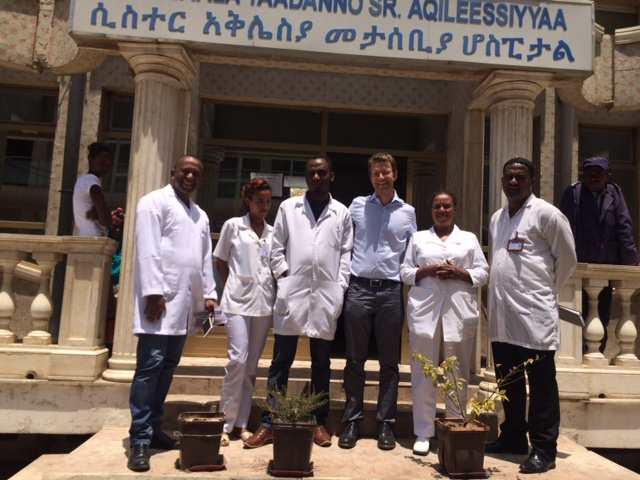 150927_Ethiopia_Adama_Tom Weiser_with the staff from Sister Aklesia