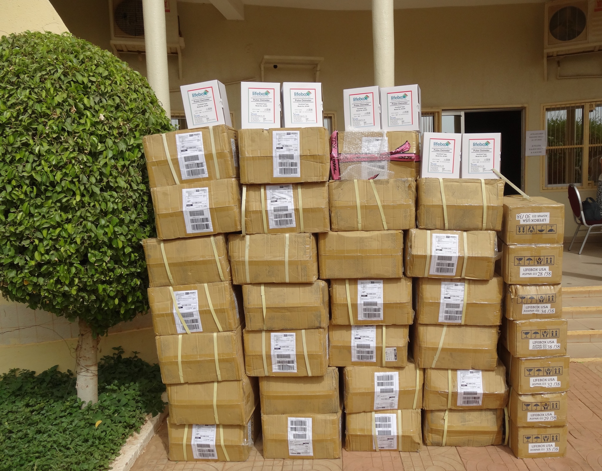 2015_May_Niger_Faye Evans_all the oximters stacked up