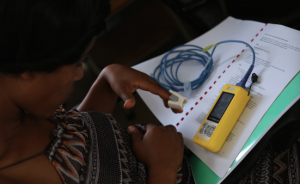 151128_Ethiopia_Hawassa workshop_Nick Owen_participant with oximeter and work book